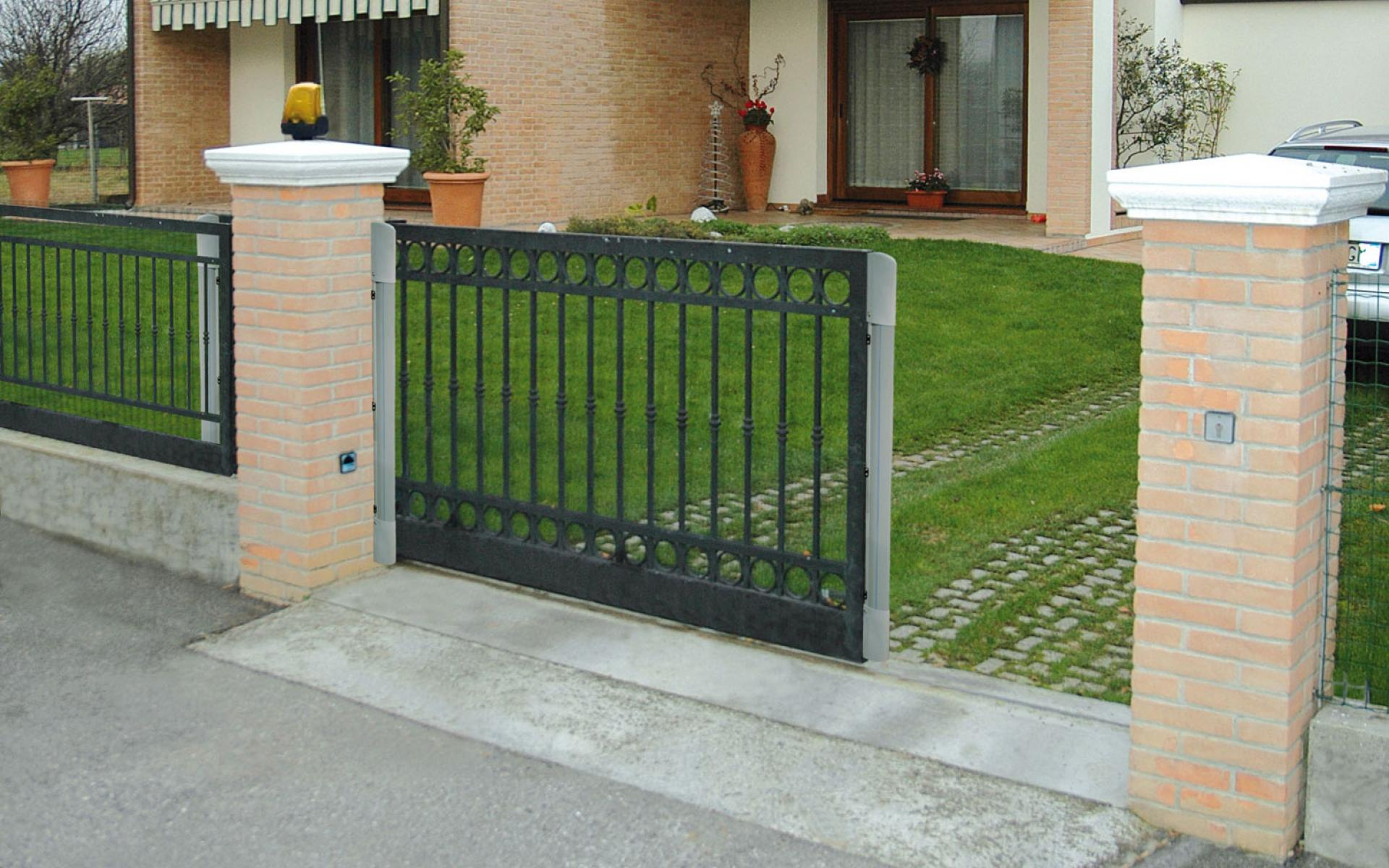 Sliding gate with CAME Df safety edge
