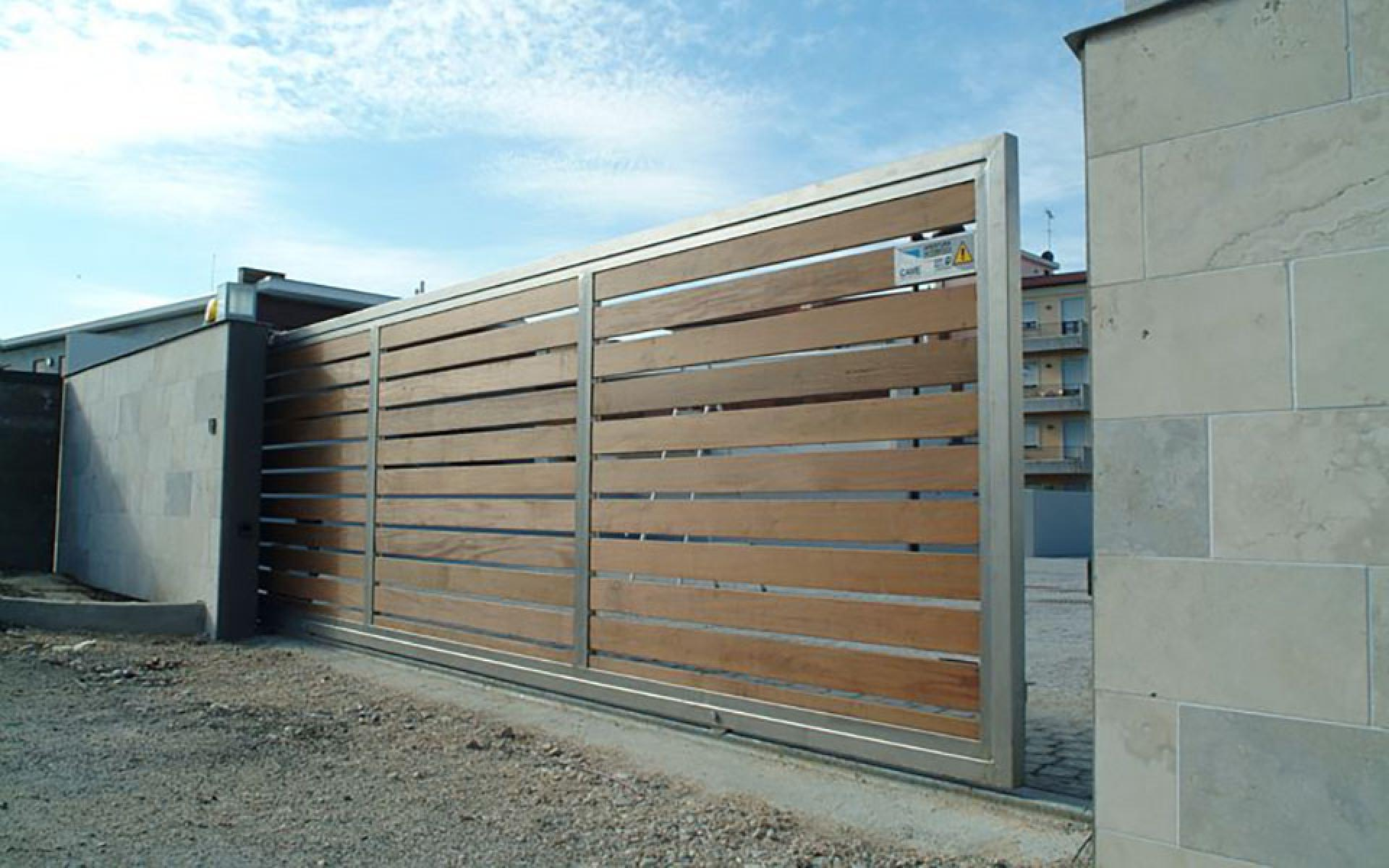 Sliding gate with CAME Bx automation
