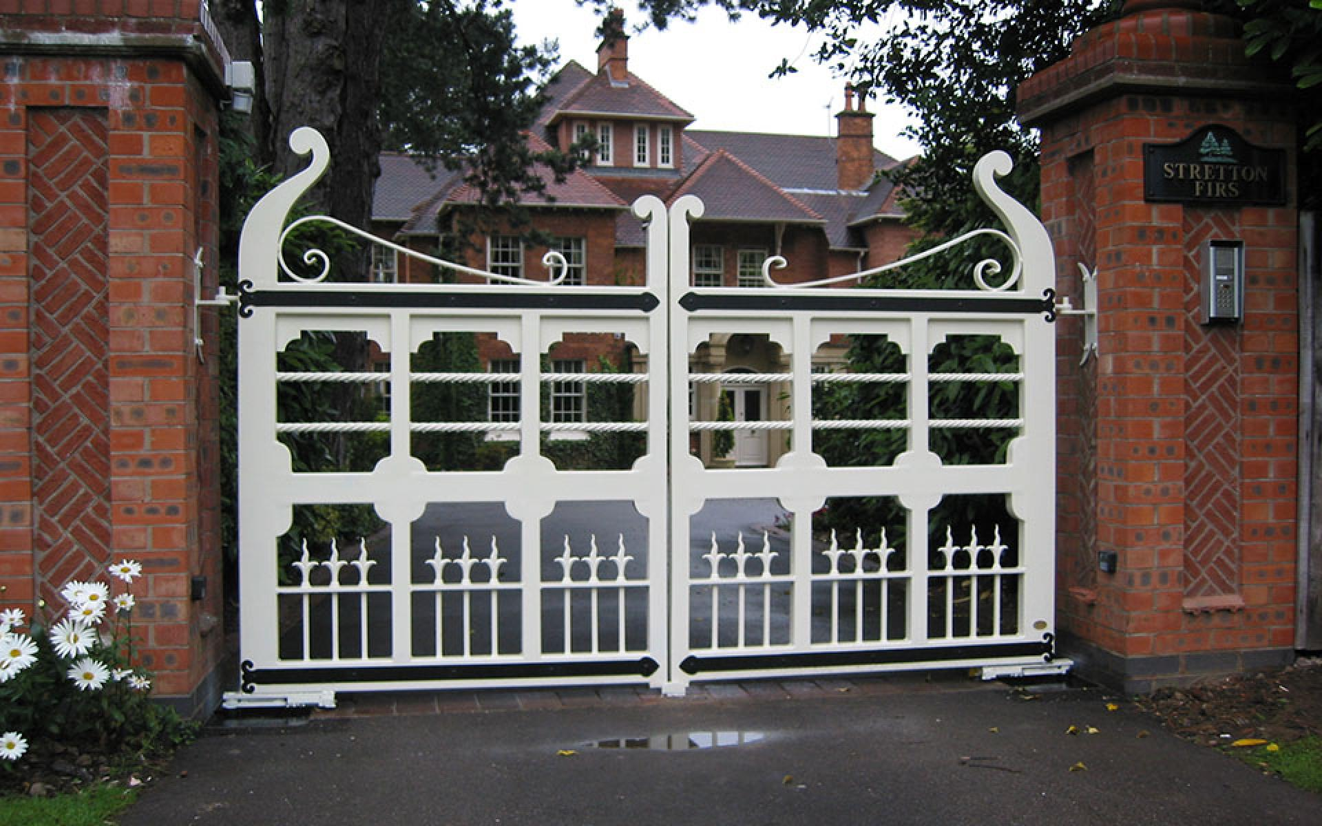 Wooden & metal gate with underground automation (Courtesy of Mr Gates)