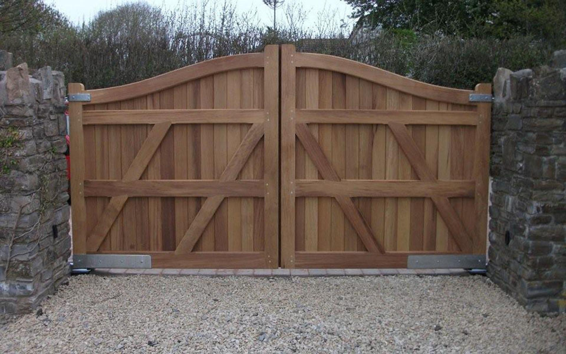 Crane wooden gate with underground automation (Courtesy of A1 Gates & Securities)