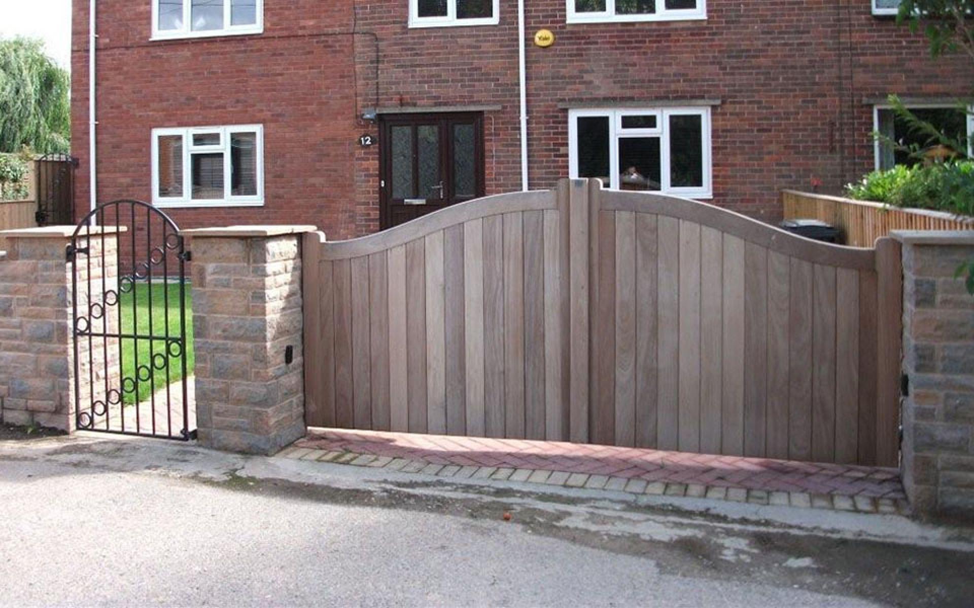 Prasha wooden gate (Courtesy of A1 Gates & Securities)