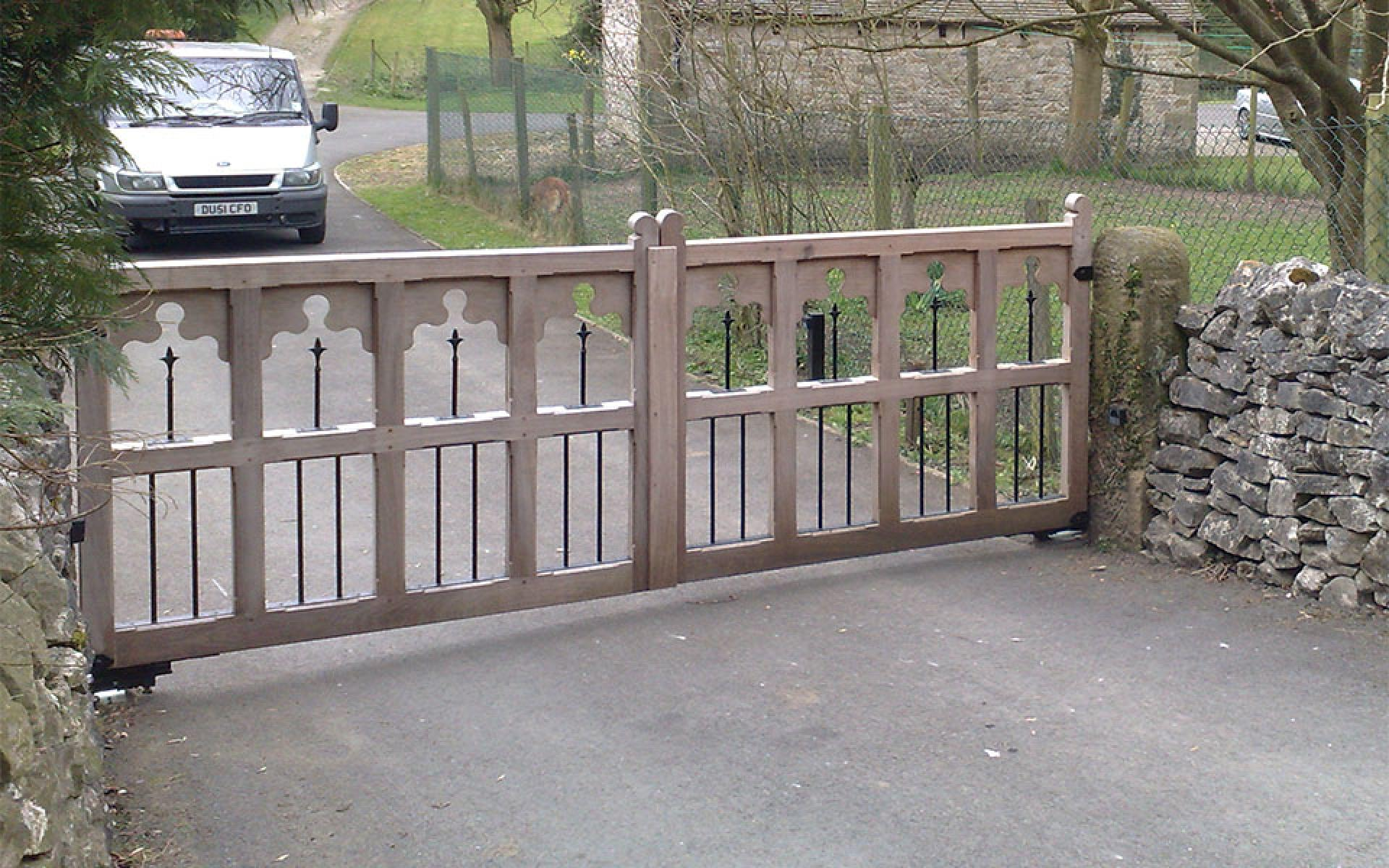 Stafford wooden & metal gate (Courtesy of Automation Gates)
