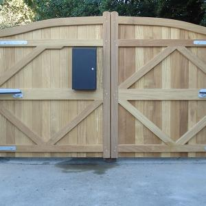 Wooden gate with CAME Axo worm driven automation (Courtesy of South West Automation Systems)